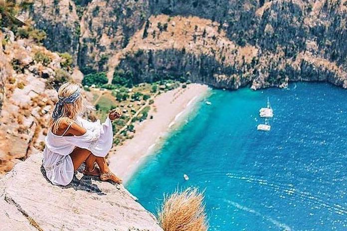 Plaja Butterfly Valley Beach din Turcia - una dintre cele mai frumoase plaje din Europa