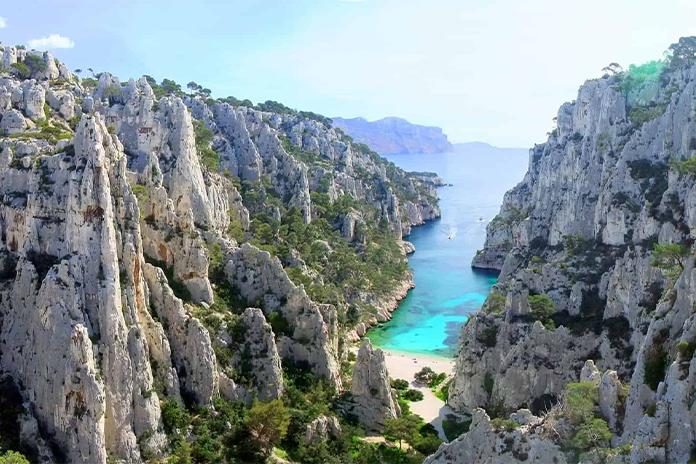 Plaja Calanque D'en Vau din Cassis - una dintre cele mai frumoase plaje din Europa