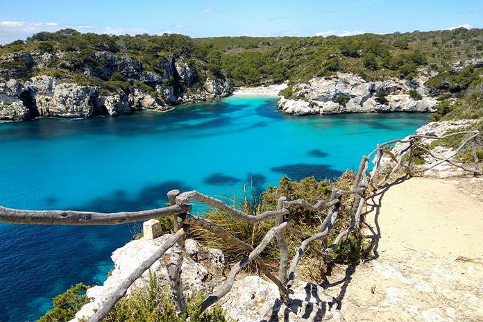 Plaja Cala Macarella din Menorca - una dintre cele mai frumoase plaje din Europa