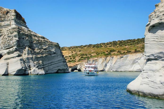 Plaja Kleftiko Beach din Milos, Grecia - una dintre cele mai frumoase plaje din Europa
