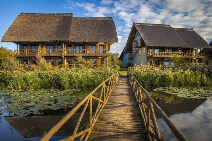 Green Village Resolt, fațadă - hoteluri de lux din România